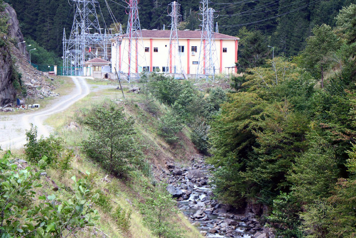 Trabzon'da, üzerine HES kurulan Balkodu deresi de kurudu