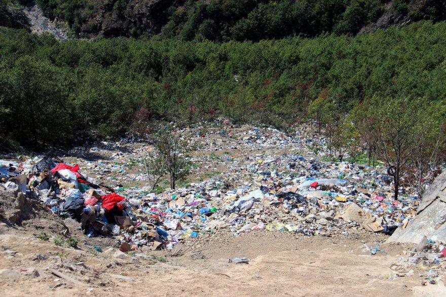 Gümüşhane Kürtün Belediyesi ormanı çöp deposuna çevirdi
