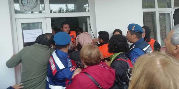 Çanakkale'de altın madeni ÇED toplantısını halk protesto etti