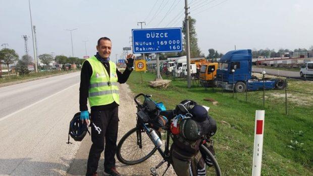 Yaşadığı Yalova'dan memleketi Muş'a pedallıyor: Toy kuşlarının yaşaması için bisikletle 1.550 km!
