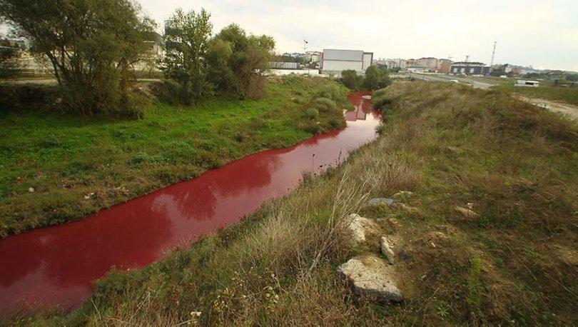 Çorlu Deresi fabrika atıklarından kırmızıya döndü