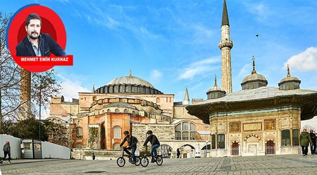 Sana dün bir seleden baktım aziz İstanbul