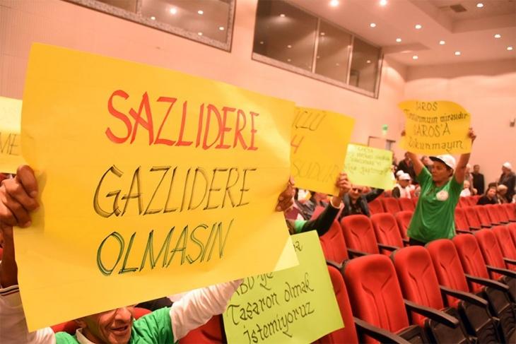 Halk, Saros ve çevresindeki ormanları tahrip edecek projenin ÇED toplantısını protesto etti