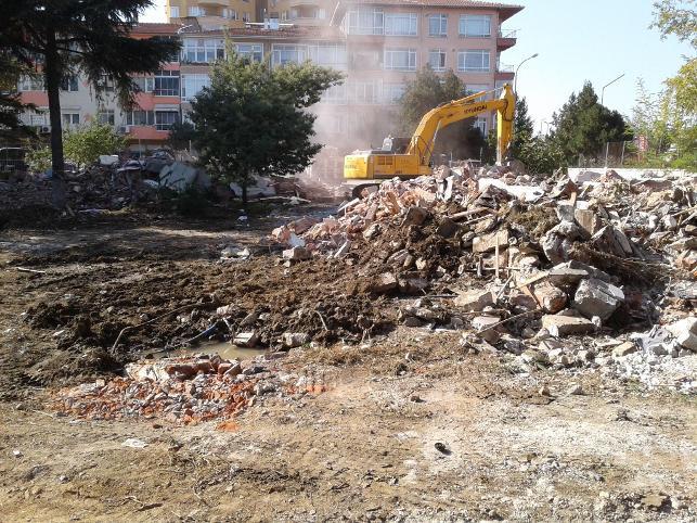 Yalovamerkezdeki son yeşil alana mahkeme süreci beklenmeden inşaat başladı