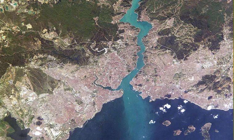 3. havaalanı inşaatından çıkan milyonlarca metreküp hafriyat Boğazı ve Marmara Denizi girişini balçığa çevirdi