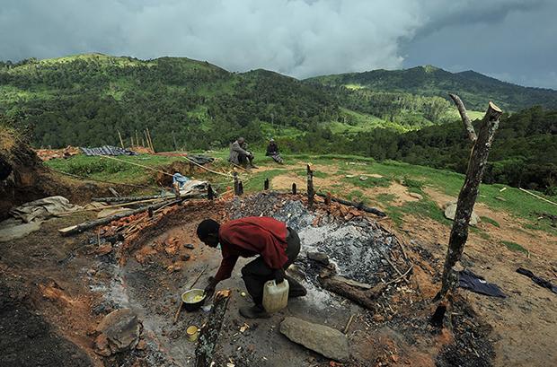 Kenya'da yerli halkın evleri JES'ler için yakılıyor