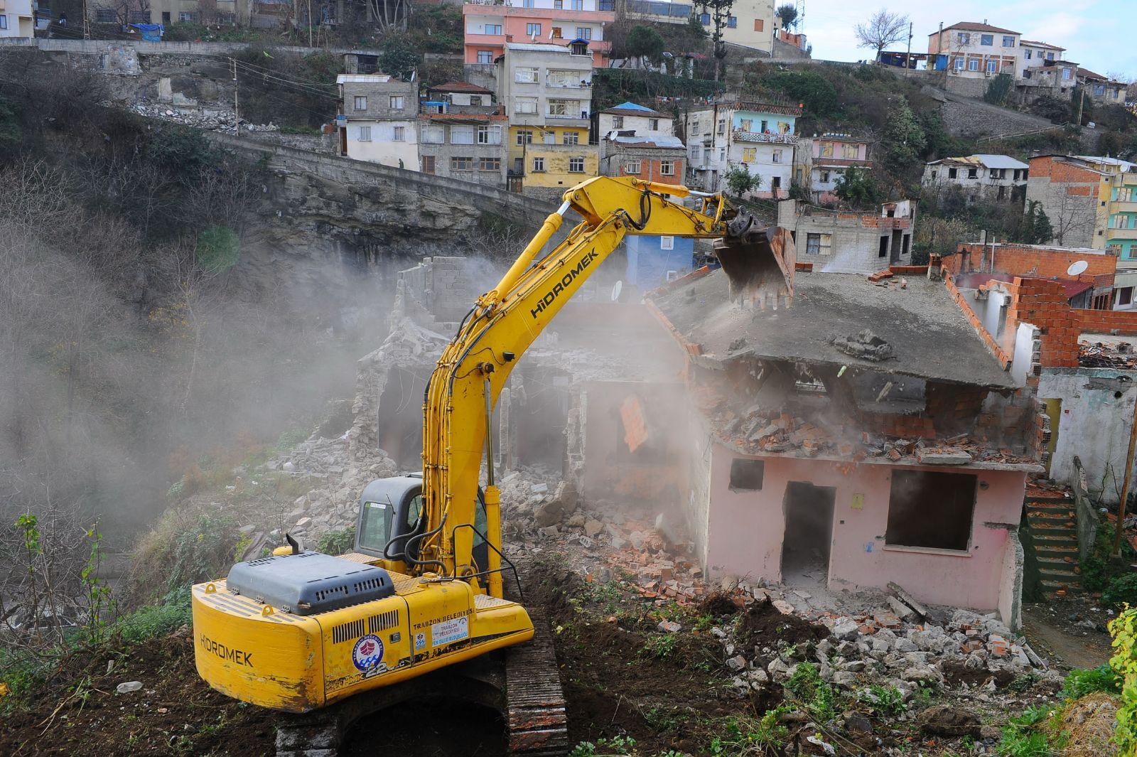 Kirazlıtepelilere sunulan tercih: Ya mahalleyi boşalt ya asbest solu