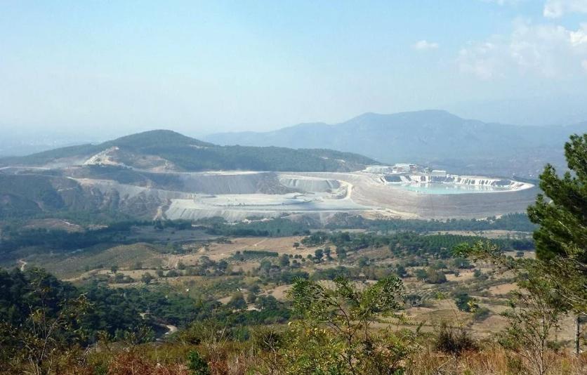 Maden kapandı, çukuru zehir saçmaya devam edecek