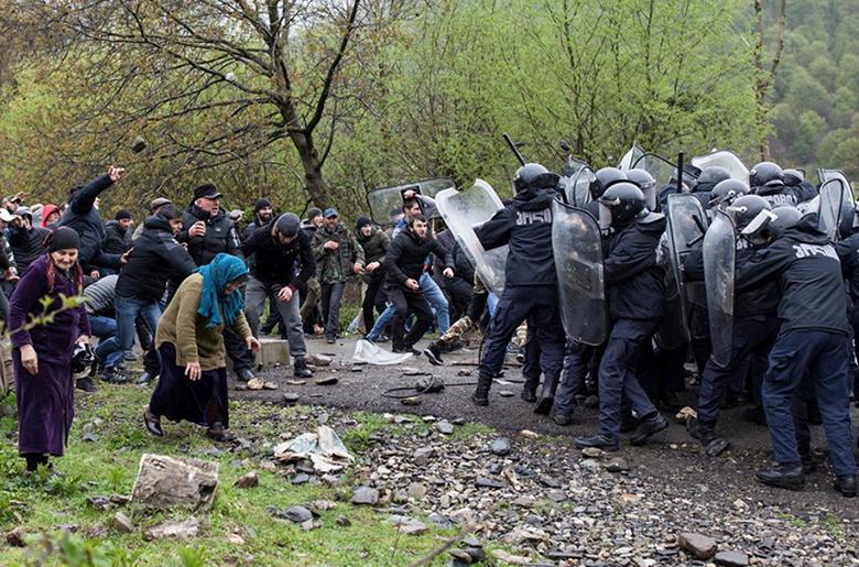 Gürcistan Pankisi Vadisi'nde halk doğayı talan edecek HES'e karşı ayaklandı