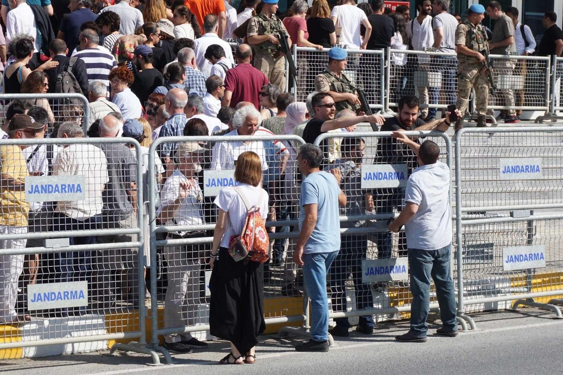 """Gezi Davası'nın ilk duruşmasında Yiğit Aksakoğlu: """"İddianamedeki tek doğru, sayfa numaraları"""""""