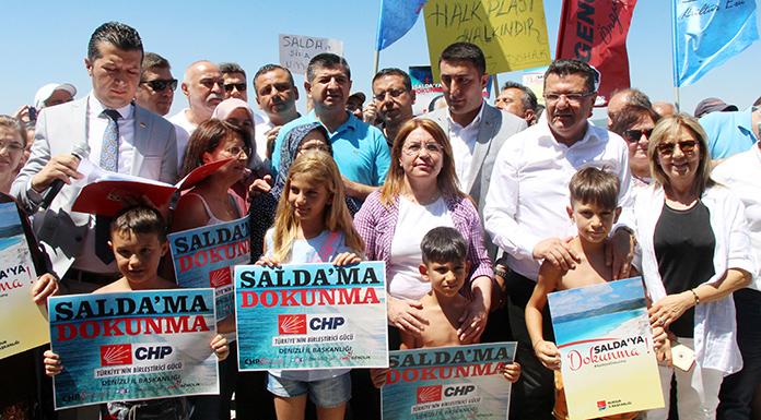 """CHP'den """"Salda Gölü'ne dokunma"""" eylemi"""