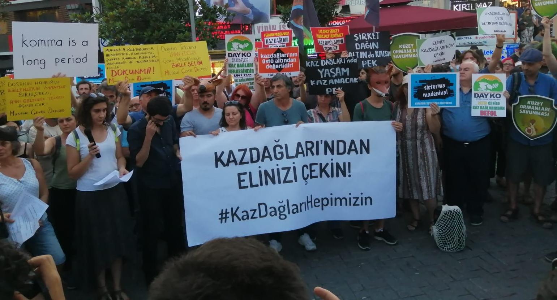 """""""Kazdağları'nın üstü altından değerlidir"""" diyen yaşam savunucuları Beşiktaş'ta buluştu!"""