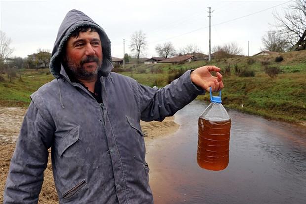 Edirne'de Hasan Ağa Deresi kirlilik yüzünden koyu kahverengi akıyor