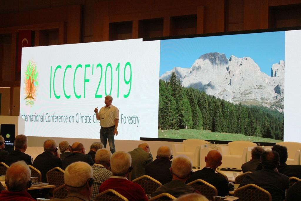 """Türkiye Ormancılar Derneği tarafından düzenlenen Uluslararası İklim Değişikliği ve Ormancılık Kongresi sona erdi: """"Ormanlar hasta olabilir"""""""