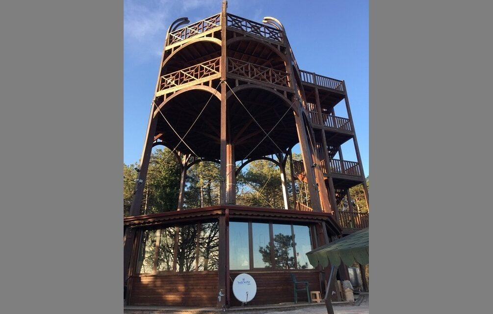 Sarıyer'de bulunan kuş gözlem kulesinin son hali çay bahçesinden hallice